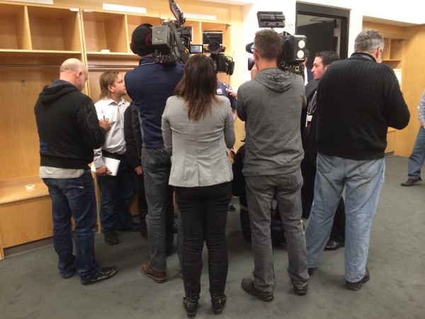 Die Medienvertreter beim Interview in der Gästekabine. (Foto: Michael Krein)