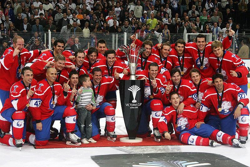 Schreiben Schweizer Eishockey-Geschichte: Die ZSC Lions holen am 29. September 2009 den Victoria Cup. (Foto: ZSC Lions)