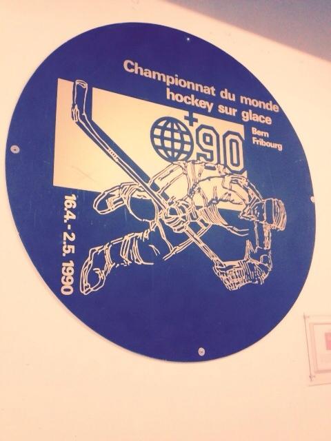 Bewusst oder unbewusst falsch aufgehängt? Das WM-Logo in den Katakomben der Arena.