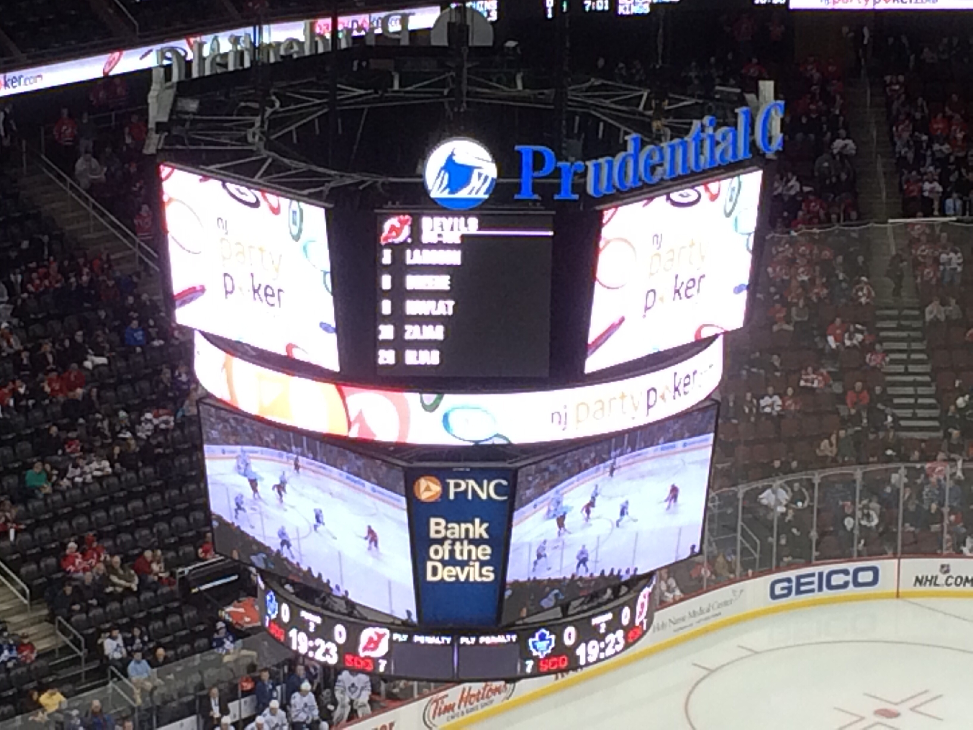 Die Spieler «On Ice» sind auf dem Videowürfel derzeit angezeigt. (Foto: Michael Krein)